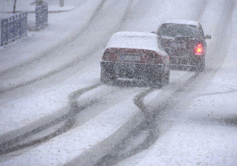La nieve condiciona la circulación en Sanabria