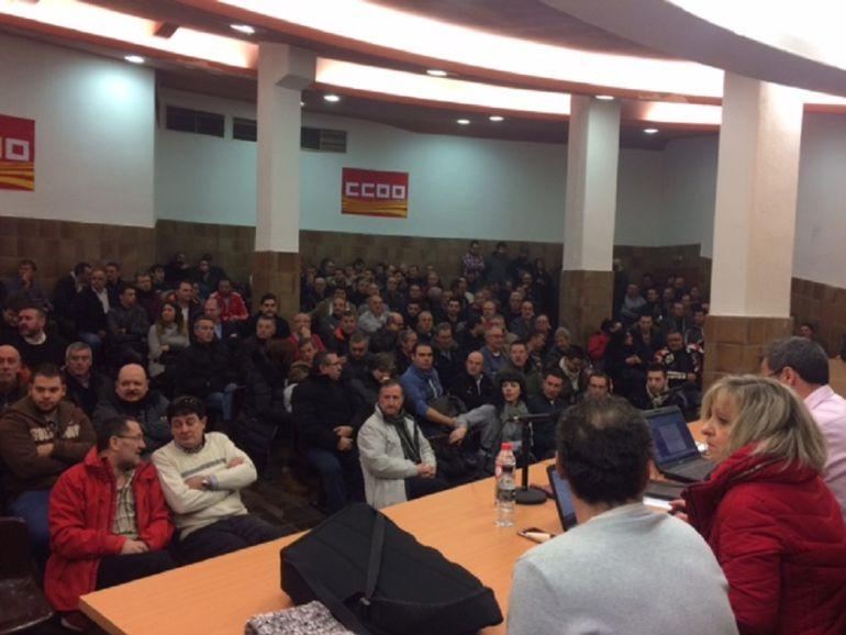 Imagen de una de las asambleas de este sábado en la sede de CCOO
