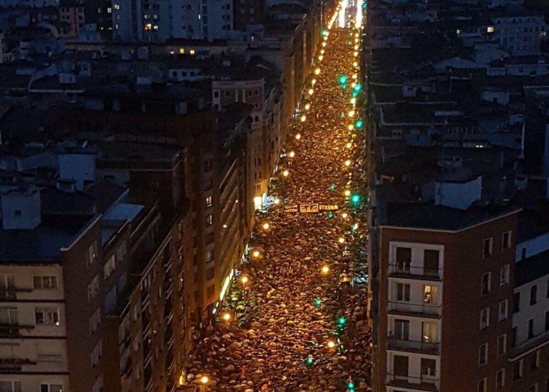 """Miles de personas exigen en Bilbao el fin de una política penitenciaria """"basada en el odio y la venganza"""""""