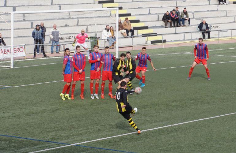 Sergio Cuesta batió la meta del Deportivo salvando la barrera