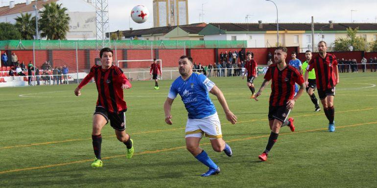 Uno de los momentos del partido Gerena-Xerez C.D.