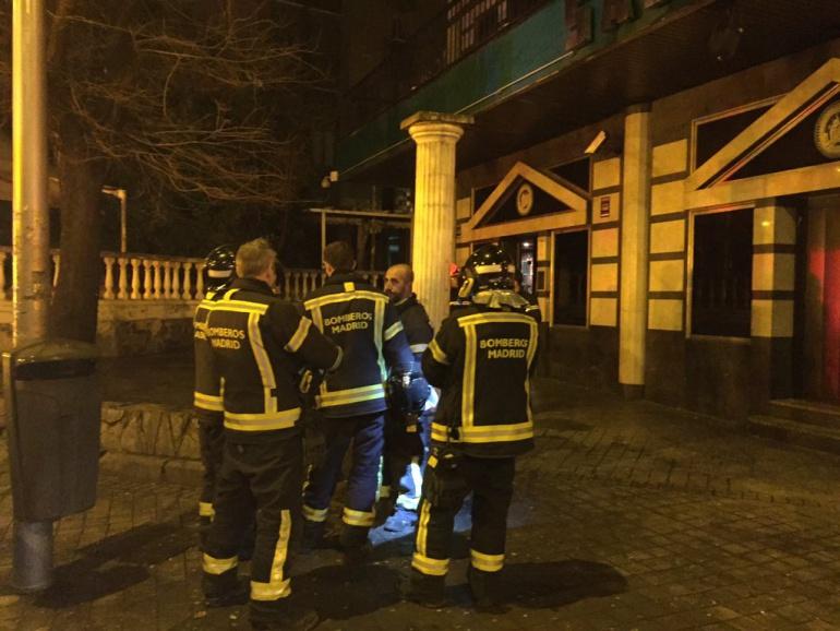 Los bomberos han rescatado a los heridos y ha clausurado la segunda planta de la discoteca.