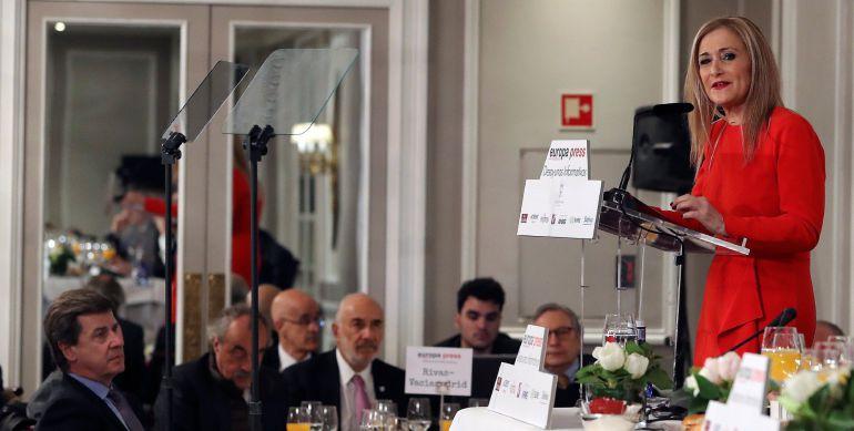 """La presidenta de la Comunidad de Madrid, Cristina Cifuentes, ha anunciado hoy el """"posible traslado"""" a la región de un organismo europeo que ha preferido no mencionar por prudencia, aunque ha citado entre los """"rivales"""" a Alemania.En su intervención en un desayuno informativo de Europa Press, Cifuentes ha explicado que su Ejecutivo tiene """"todo el apoyo"""" del Gobierno nacional en el """"posible traslado"""" a la Comunidad de Madrid de un """"organismo internacional europeo""""."""