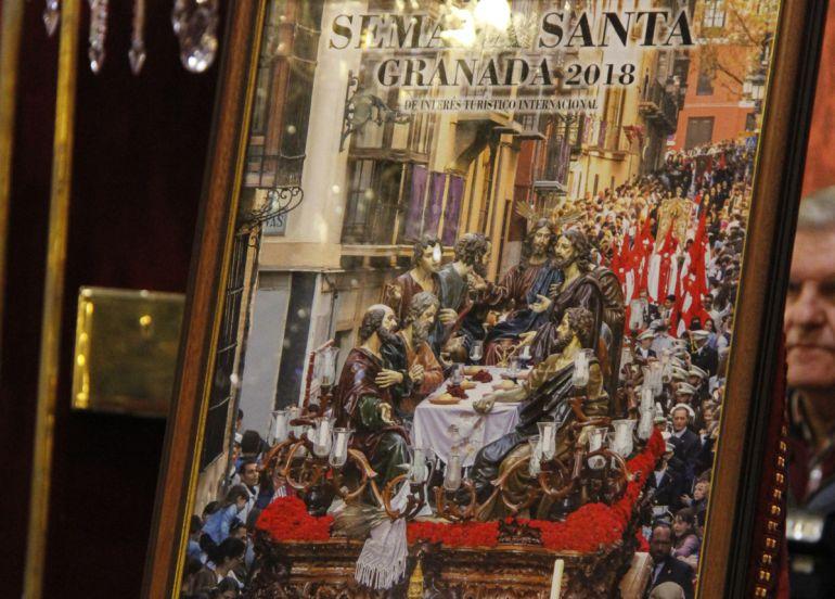 Cartel oficial de la Semana Santa durante la presentación este domingo en el Salón de Plenos del Ayuntamiento