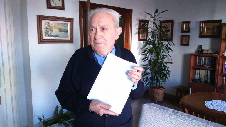 Miguel Cuenca muestra la sentencia