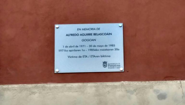 Placa en memoria de Alfredo Aguirre
