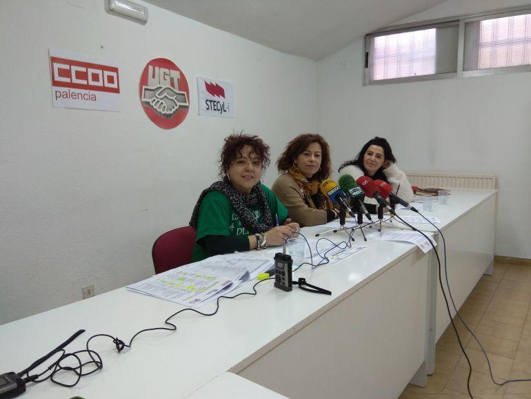 Montserrat del Val (CCOO), Ana Estévez (UGT) y Elisa Simón (STES) / Beatriz Alvarez