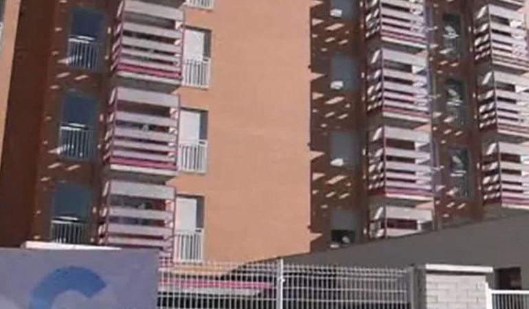 Vecinos denuncian el mal estado de un edificio de for Edificio de la comunidad de madrid