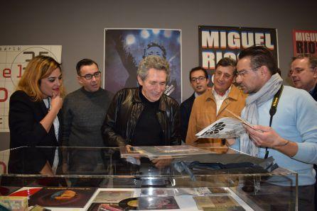 """Exposición """"Miguel Ríos: Memorias de un Ser Humano"""", de Alfonso Carrasco, en la UMH"""