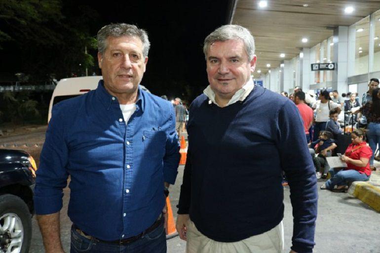 Vizcaino y Hugo Vaca en el aeropuerto de San Salvador