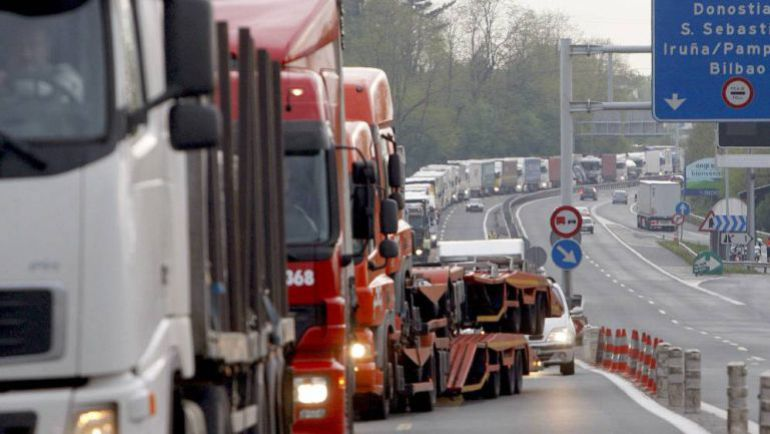 Un 10% de los 32.000 camiones diarios no paga el nuevo peaje en la N-I y A-15