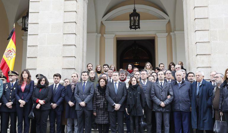 Minuto de silencio por el asesinato de Alberto y Ascen en Sevilla