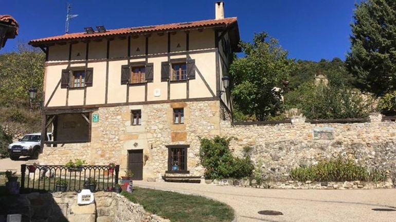 Una imagen de una casa rural.