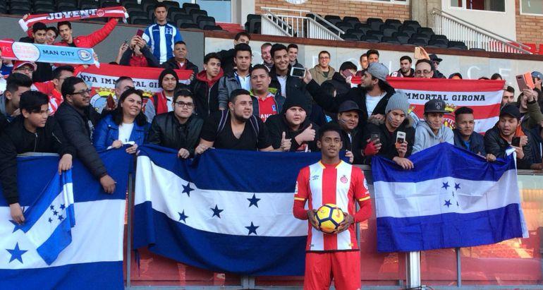 Lozano, retratant-se amb els compatriotes que el van anar a rebre.