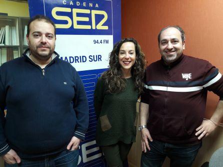 Jessica Álvarez, gerente de Terraza Entrebrasas, junto a Abraham Gálvez y José Holguín (d), de 'Celestine´s single party'.