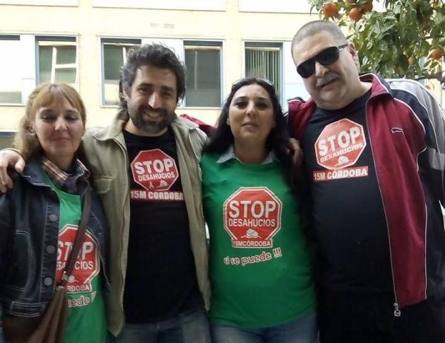 Foto de grupo con Stop Desahucios.