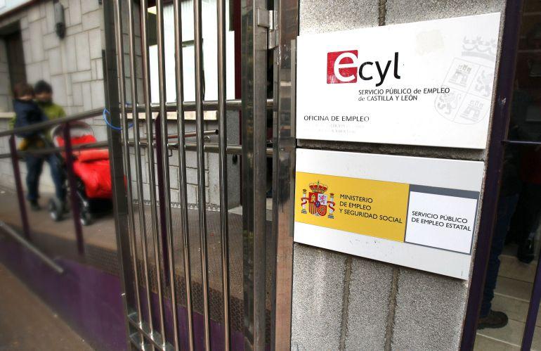 El sector servicios firma un mal mes para el empleo en Salamanca