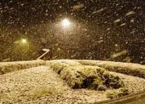 El vídeo de la nevada que ha dejado bellas estampas en Granada... y ha cortado la A-92