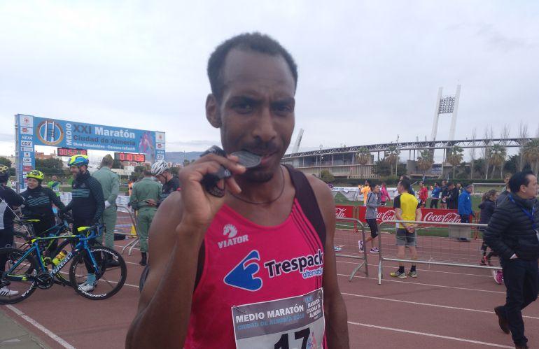 Bekele y Fátima Ayachi fueron los más rápidos