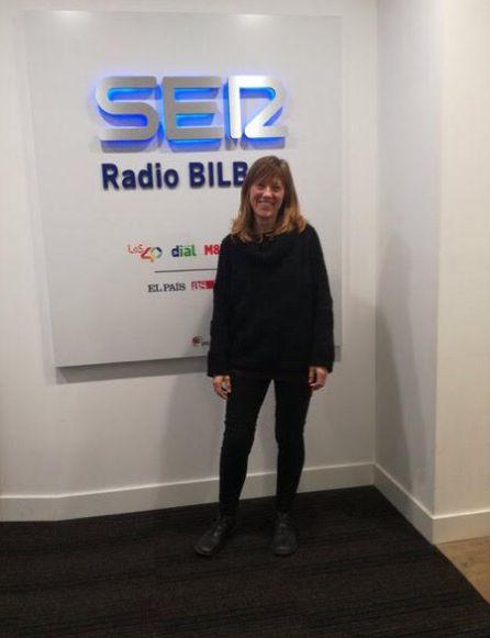 Garbiñe Larralde en los estudios de Radio Bilbao