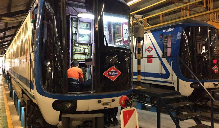Dos convoyes de Metro en las cocheras de Canillejas
