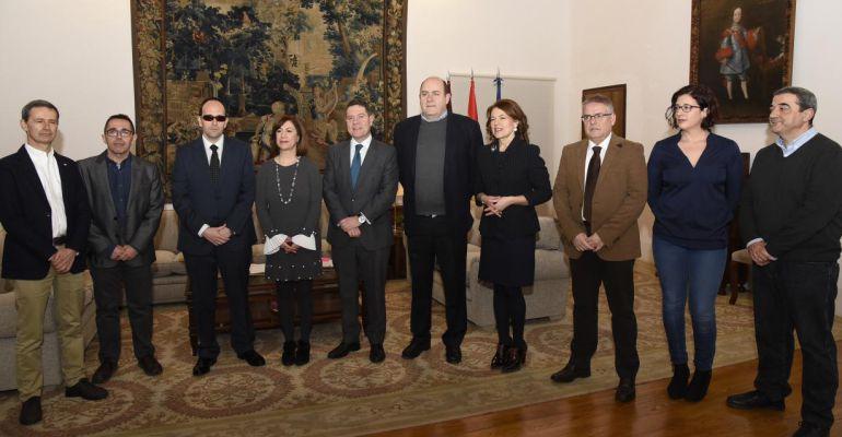 Encuentro de trabajo que la Mesa del Tercer Sector de Castilla-La Mancha ha mantenido con el presidente regional, Emiliano García-Page, en el Palacio de Fuensalida.