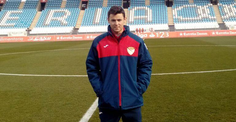 El nuevo futbolista del Martos CD, Rentero, el día de su debut con el conjunto marteño.