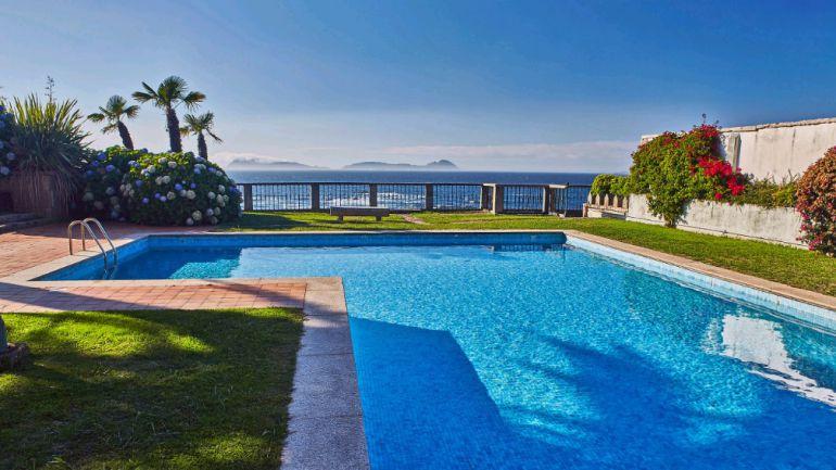 Vivienda a la venta en Cabo Estai (Vigo) con piscina, pista de tenis y vistas a las Cíes.