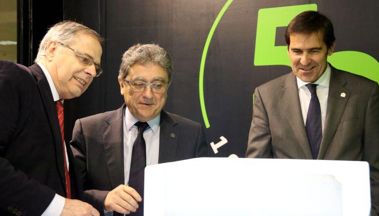 Millo amb el director de l'aeroport i el subdelegat del govern a Girona.