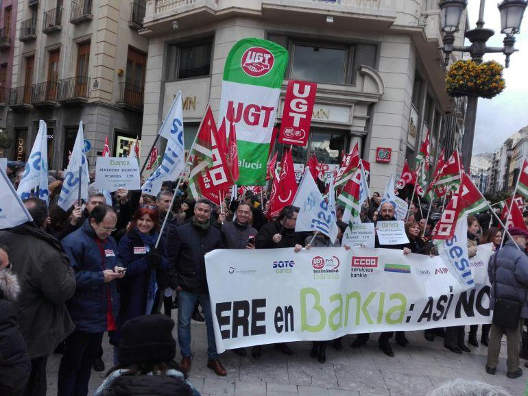 Concentración de los trabajadores de Bankia en Puerta Real
