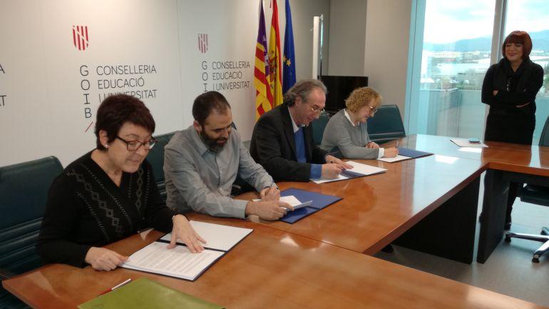 Educació y sindicatos firman el acuerdo de medidas de estabilidad para interinos