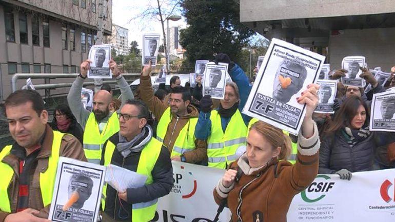 Concentración en los juzgados de Vigo durante la huelga indefinida.