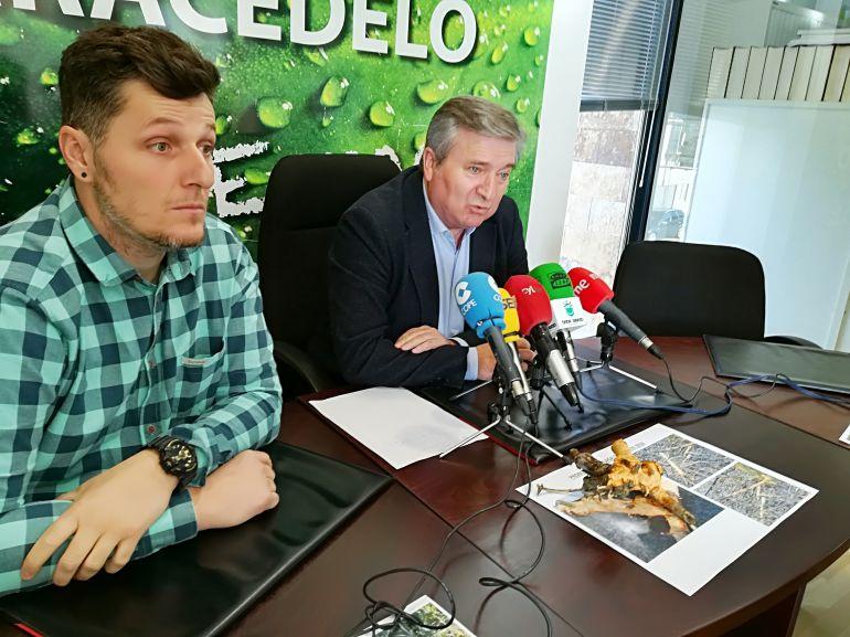 El alcalde de Carracedelo, Raúl Valcarce junto al concejal de Acción Rural, Daniel Franco