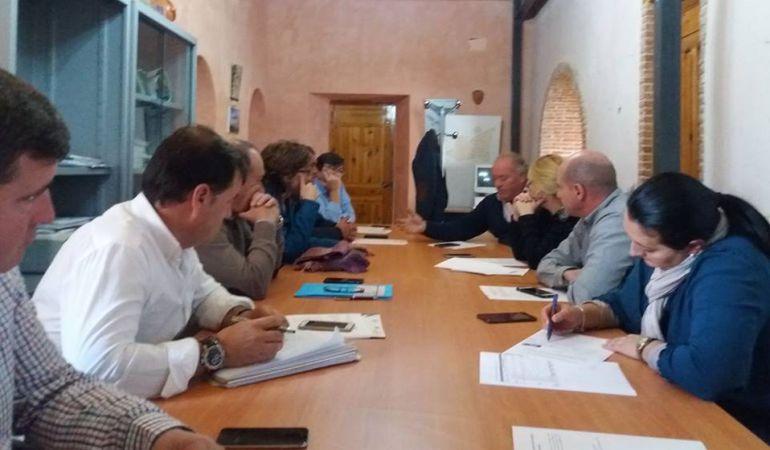 Momento de la reunión de la Junta Directiva donde se daba a conocer el programa