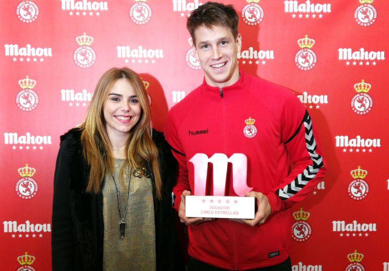 Señé recibió el premio Mahou Cinco Estrellas al mejor jugador del último mes