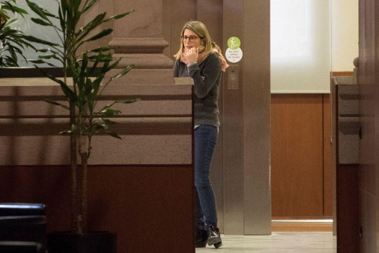 La diputada de JxCat, Elsa Artadi, presente en los pasillos del Parlament, tras los rumores aparecidos que la perfilan como candidata a la presidencia de la Generalitat