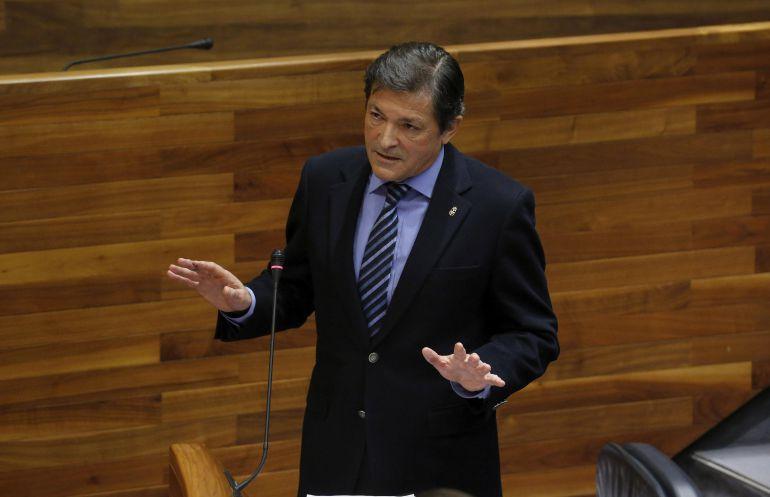 El presidente durante su intervención en el pleno de la Junta general.