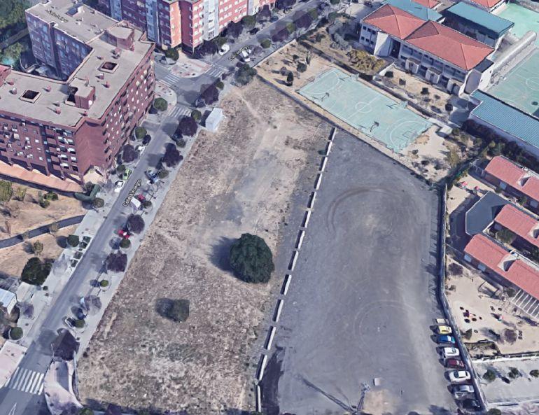Cifuentes cede suelo público para la escuela concertada