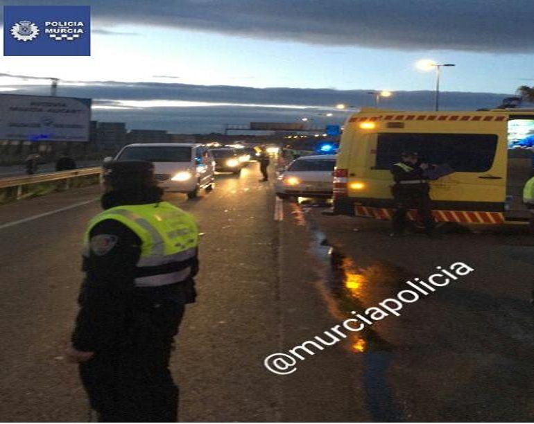 Herida muy grave una mujer de 25 años atropellada por dos coches en Murcia