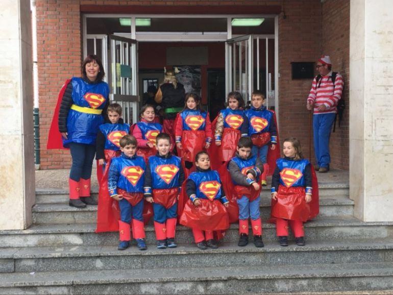 Los alumnos del colegio de San Gil se disfrazan de Superman