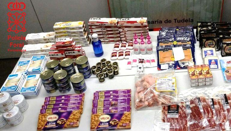 Comida y dinero intervenidos a los detenidos