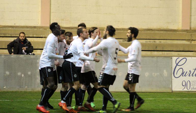Celebración del gol de los blanquinegros.