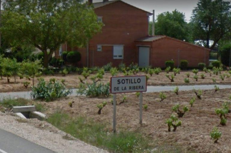 Los voluntarios del parque de bomberos de Roa acudieron a Sotillo para sofocar el incendio