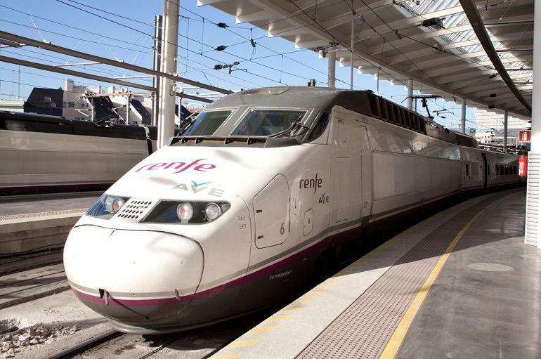 Otra avería en el AVE vuelve a obligar a los pasajeros a coger el Cercanías