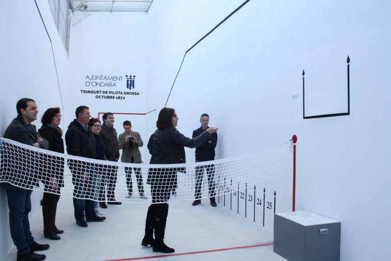 Momento de la inauguración del trinquet de 'pilota grossa' de Ondara.