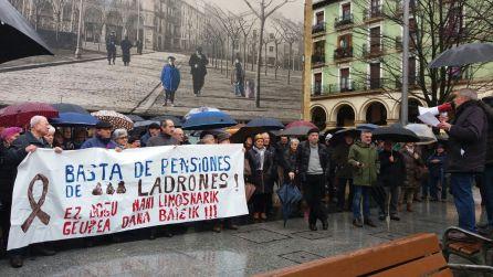 """Los jubilados y pensionistas de Eibar, por unas pensiones """"dignas"""""""