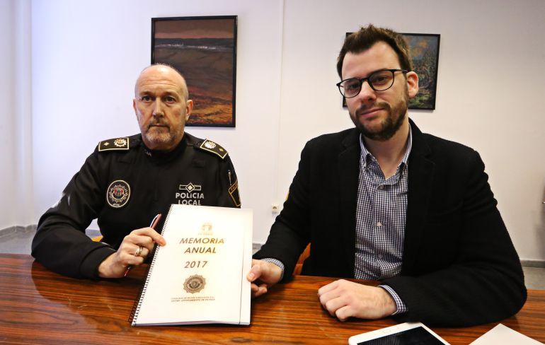 El Jefe de Policía en Petrer y el edil del área presentan la memoria anual 2017