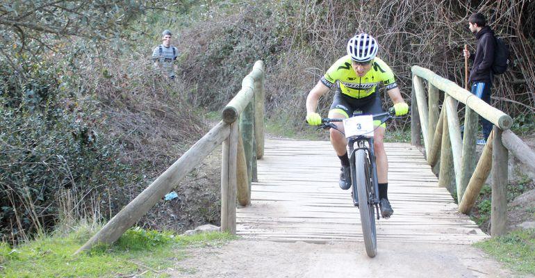 José Luis Carrasco en una de las etapas de la Vuelta a Córdoba.
