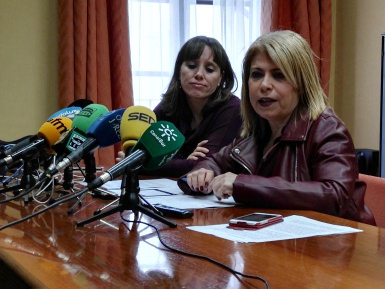 Mamen Sánchez, alcaldesa de Jerez, acompañada de la delegada municipal de Recursos, Laura Álvarez