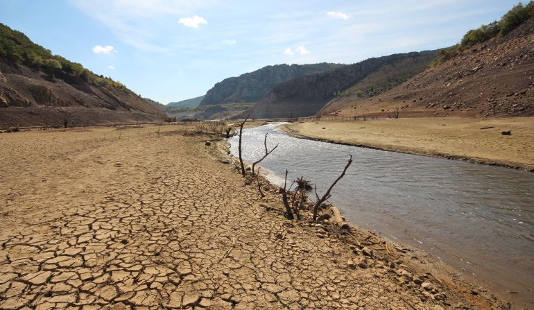 Imagen del pantano de Barrios de Luna durante el pasado verano
